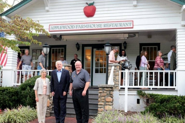 Applewood Farmhouse Hosts Governor Phil Bredesen