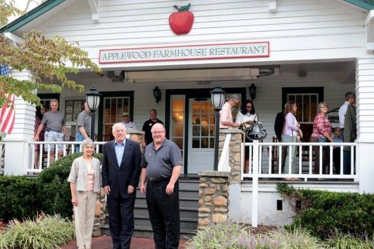 Applewood Farmhouse Hosts Governor Phil Bredesen